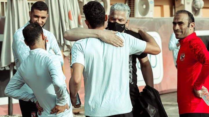 شاهد.. وائل جمعة بالتتش لتهنئة لاعبي الأهلي بالثلاثية - فوتبول