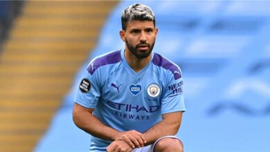 إدارة نادي مانشستر سيتي الإنجليزي تحدد شرطين للموافقة على بقاء سيرجيو أجويرو