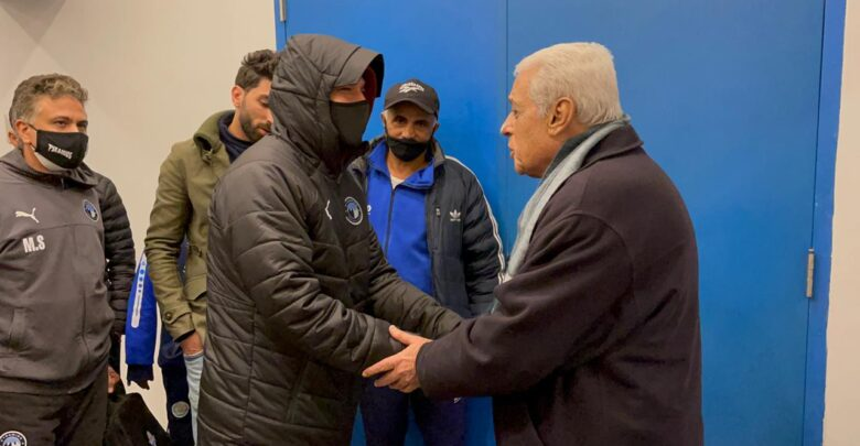 مدرب الإسماعيلي يطمئن على عبد الله السعيد في غرفة الملابس بعد نهاية المباراة