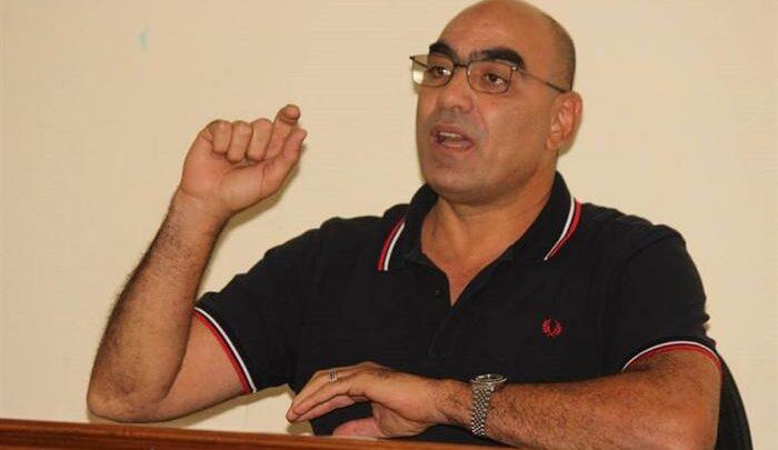إيقاف رئيس الإتحاد المصري لكرة اليد بعد اختراقه الفقاعة الطبية