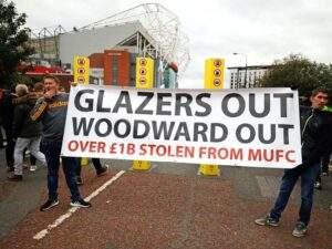 جماهير مانشستر يونايتد تقتحم أولد ترافورد قبل مواجهة ليفربول