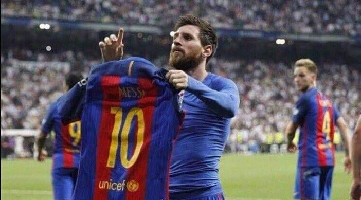 ميسي يستمر مع برشلونة حتي يونيو 2023