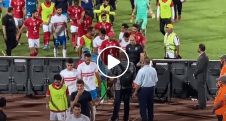 """بالفيديو.. جماهير الزمالك للشحات بعد نهاية المباراة : """"بوس علي رجل شيكا واتأسفله"""""""