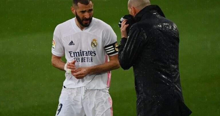 بنزيما يفاجئ الجميع بخصوص مصير زيدان مع ريال مدريد